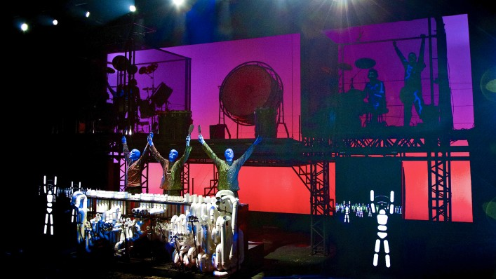 blue man group show in berlin stage bluemax theater. Black Bedroom Furniture Sets. Home Design Ideas
